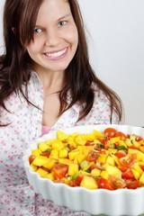 frau lacht in salat #2