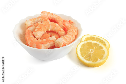 bowl with shrimps and sliced lemon