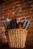 Basket with hair brushes - 41731200