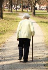 Rentnerin im Park
