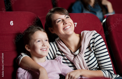 Leinwanddruck Bild Mother with daughter in the movie