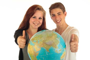 Zwei Teens Globus 23.5.12