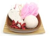 bath set with pink sponge