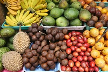 Exotische Früchte auf einem Markt