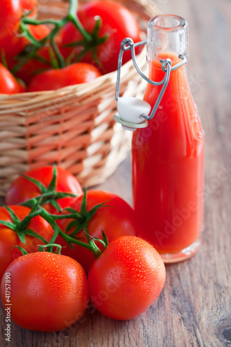 Fresh tomatoes and juice