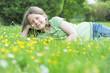 Kind auf Sommerwiese