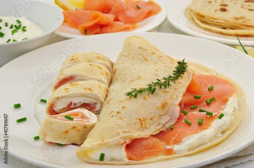 Leinwanddruck Bild Pfannkuchen mit Lachs