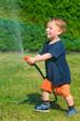 Kleiner Junge erzeug regenbogen