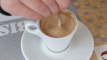girare il caffè macchiato 1