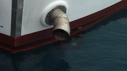 marmitta del motore entrobordo del barcone