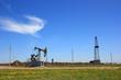 Буровая вышка и нефтяная качалка