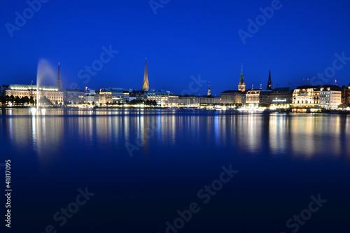 Hamburg Alster zur blauen Stunde