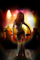 orientalische Tänzerin auf einer Bühne
