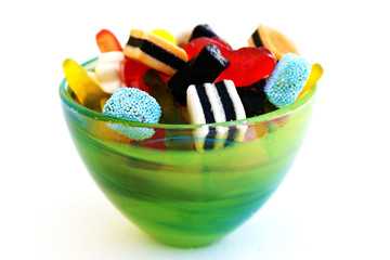 Dilicious candy in green glass bowl