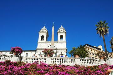 Trinità dei Monti e fiori, Piazza di Spagna, Roma, Italia