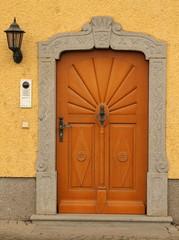 Schöne Eingangstüre aus Holz