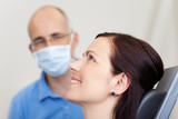 lächelnde patientin beim zahnarzt