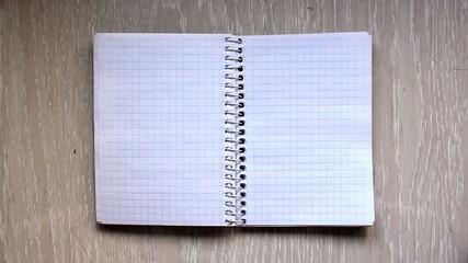 Pasar página de un cuaderno