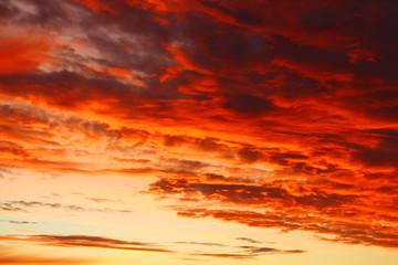 Dramatischer Himmel - Morgenröte