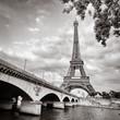 Leinwanddruck Bild - Eiffel tower view from Seine river square format