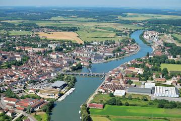ville traverser par une riviere