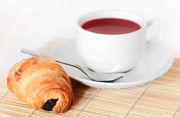 Чай и круасан