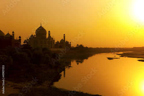 Aluminium India Taj Mahal with the Yamuna River at sunset, India.