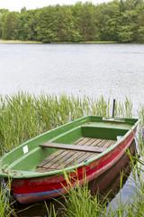 Ruderboot am Oberpfuhlsee bei Lychen in der Uckermark