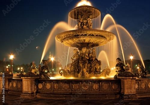 Leinwanddruck Bild Fountain, Place de la Concorde, Paris © Arena Photo UK