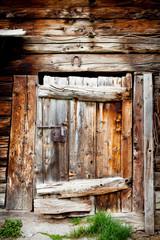 porta di antico fienile Valtellinese