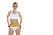 Eine schlanke blonde Frau mit Maßband