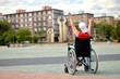 Homme en fauteuil roulant