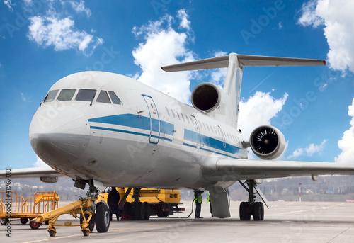 samolot-jest-obslugiwany