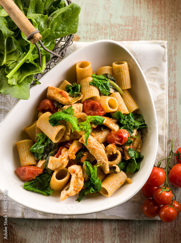 pasta with chicken chest spinach and tomatoes