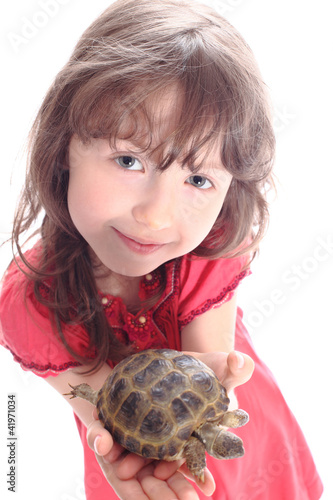 the girl shows a turtle
