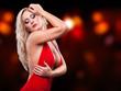 tanzende blonde Frau