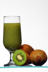 Vaso de jugo de kiwi,kiwi frutos.