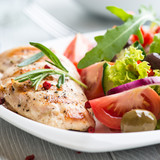 Grilled chicken fillet with vegtable salad
