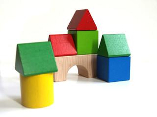Spielzeugdorf aus Bauklötzen