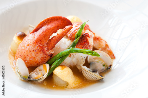 Lobster with shellfish.
