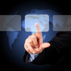 Finger drückt auf virtuellen Button