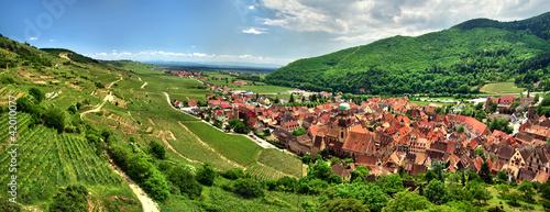 Prise de vue panoramique sur le village de kaysersberg. - 42010077