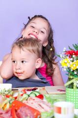 Kinder beim Frühstück