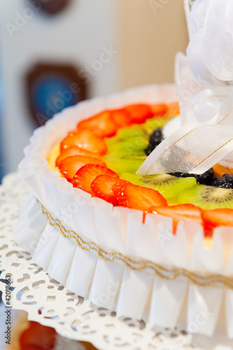 Cake with fresh fruit