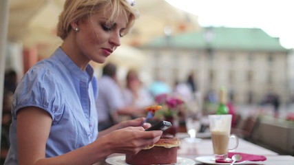 Businesswoman receiving phone call while eating lunch