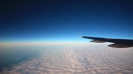 雲海を飛行機から見る