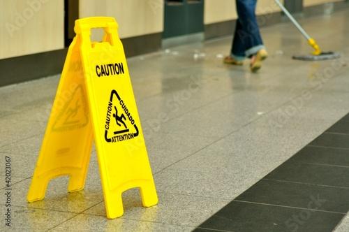 Reinigung im Terminal Flughafen