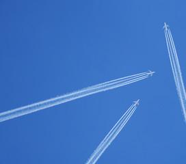 Jet stream, clear blue sky