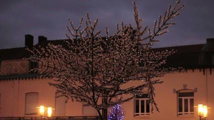 La magie de l'arbre de Noel clignotant à LED