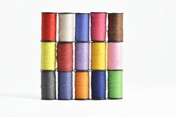 quadrato di fili colorati